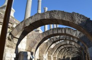 Under the arches of the Agora